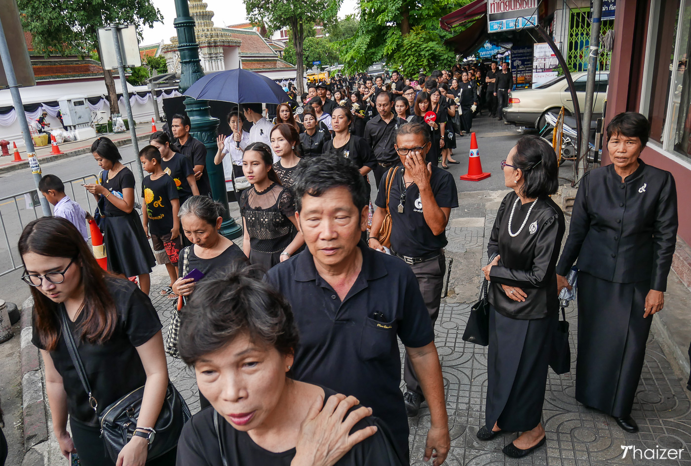 Mourners in Bangkok queue patiently to pay their final respects to the King