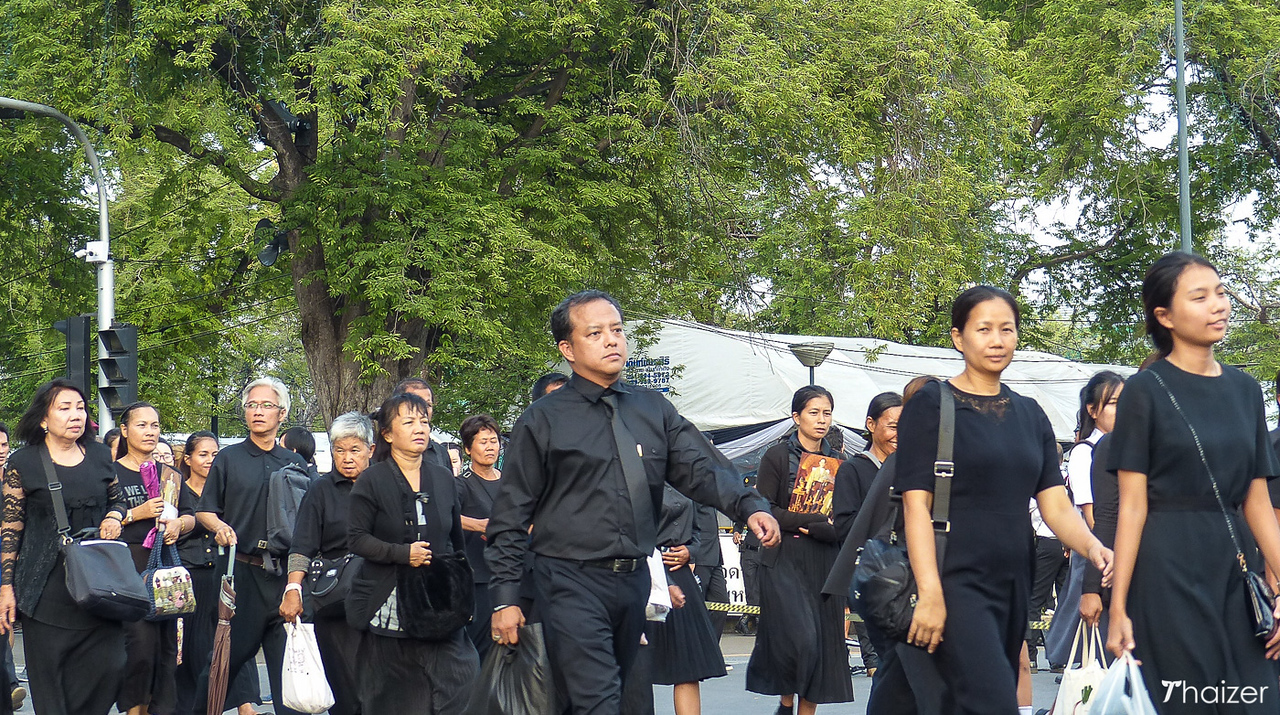 mourners at Grand Palace, Bangkok