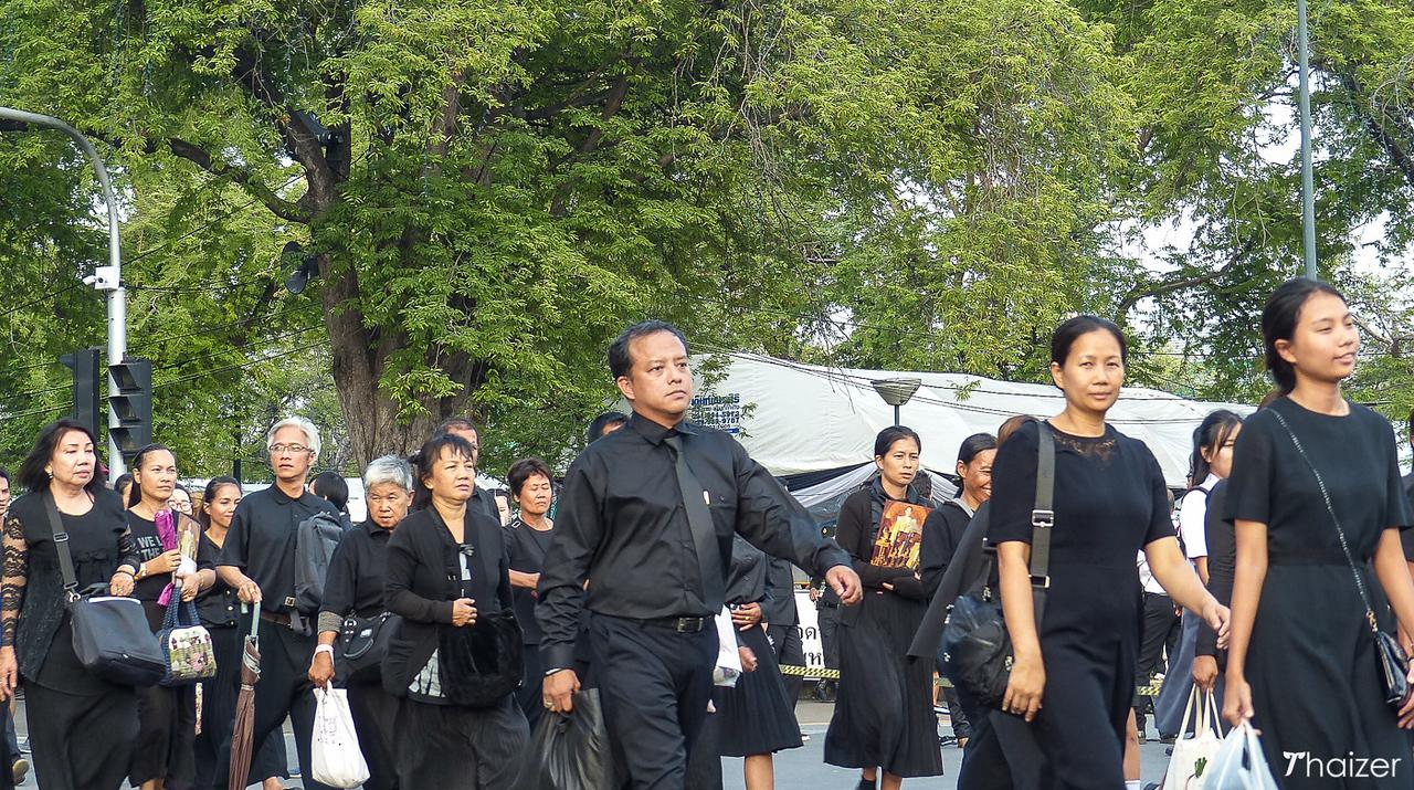 mourners at Grand Palace, Bangkok