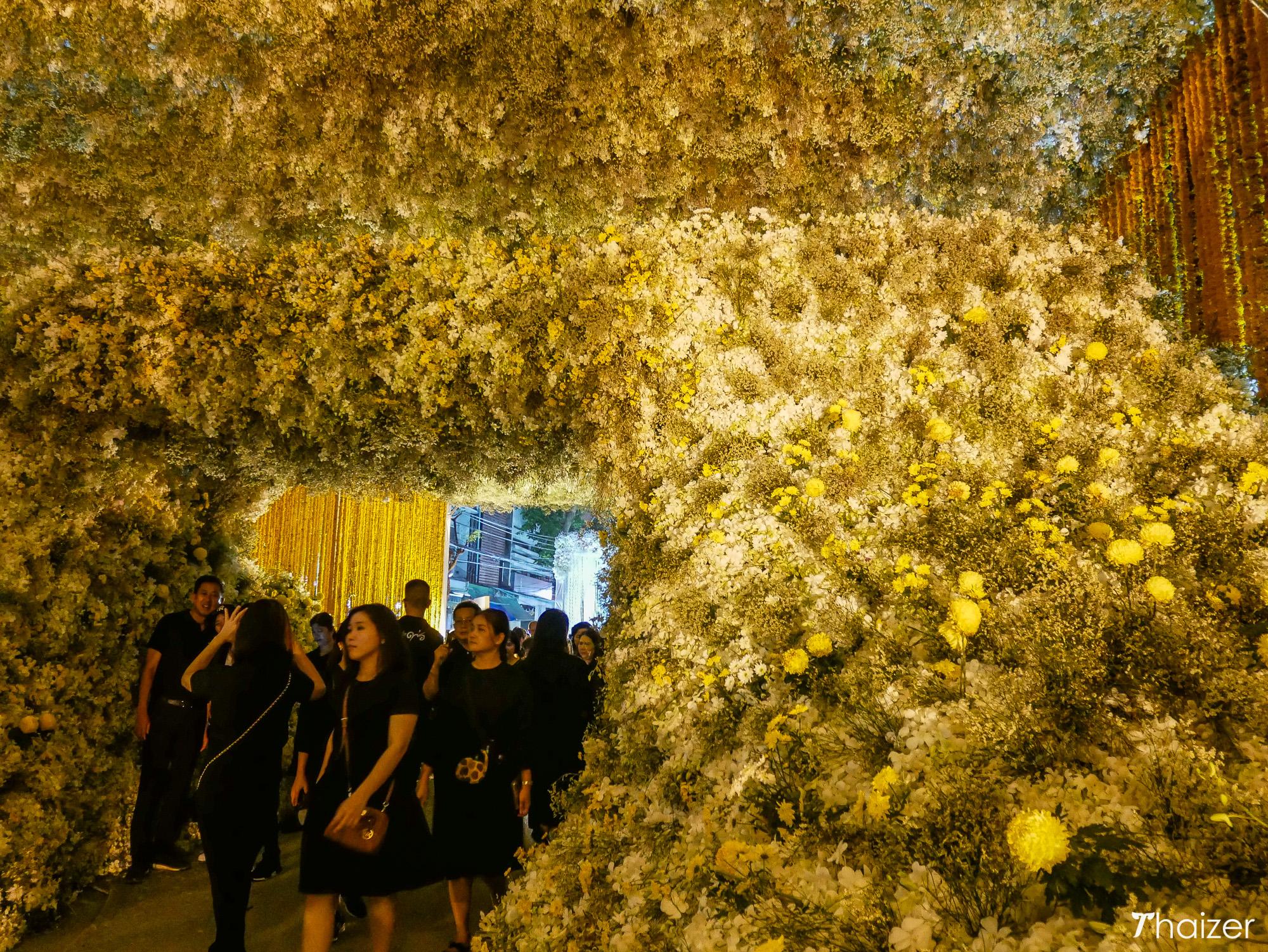 Pak Klong Talad floral archway