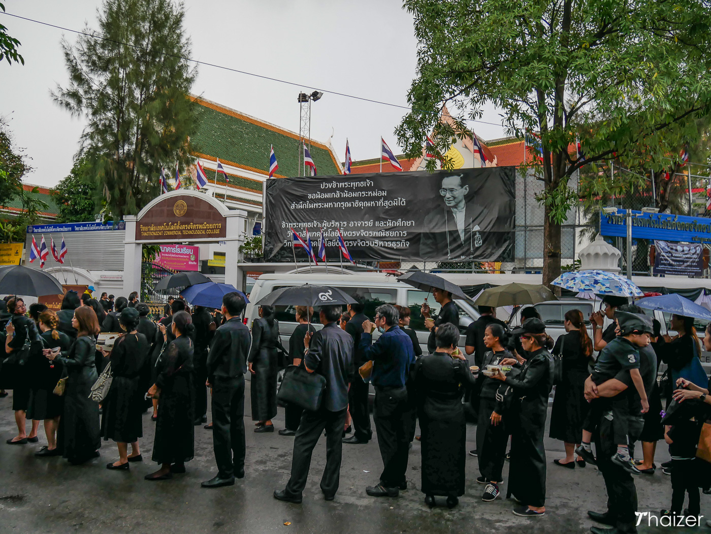 mourners in Bangkok queue
