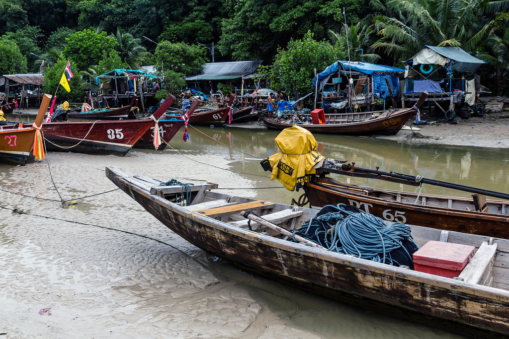 A small fishing village on the Patong River