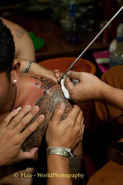 Luang Pi Nunn Applies Yantra Symbols To A Shoulder