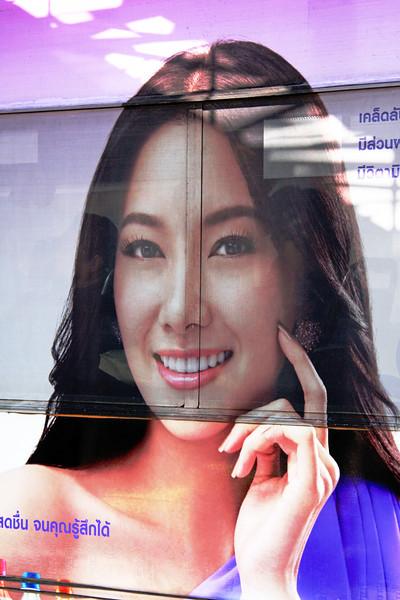 Bus lady on Sukhumvit Road, ถนนสุขุมวิท, Bangkok, Thailand