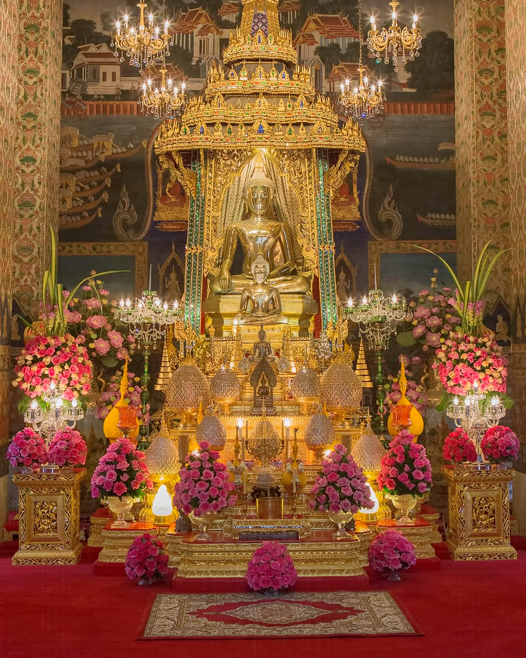 Inside Patumwanaram Temple in Bangkok 2.