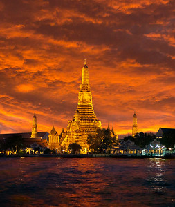 Wat Arun. Sunset.