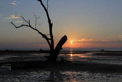 Sunrise at Het Rai Leh East (HDR)
