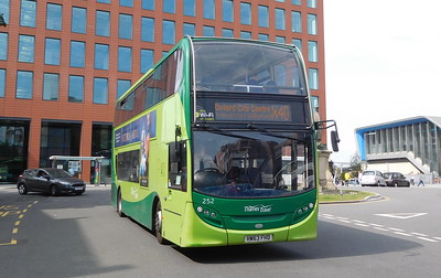 252 - HW63FHD - Reading (railway station)