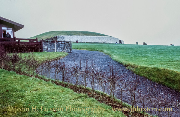 Newgrange / Brú na Bóinne,  County Meath - February 24, 2000