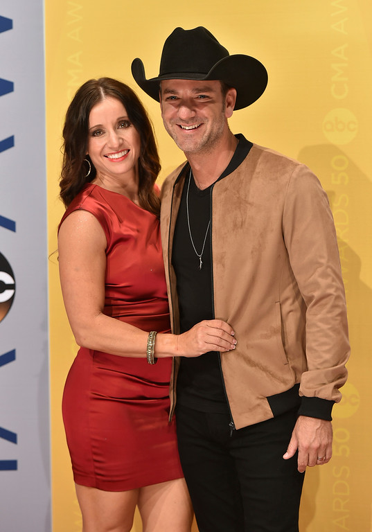 . Craig Campbell, right, and Mindy Ellis Campbell arrive at the 50th annual CMA Awards at the Bridgestone Arena on Wednesday, Nov. 2, 2016, in Nashville, Tenn. (Photo by Evan Agostini/Invision/AP)