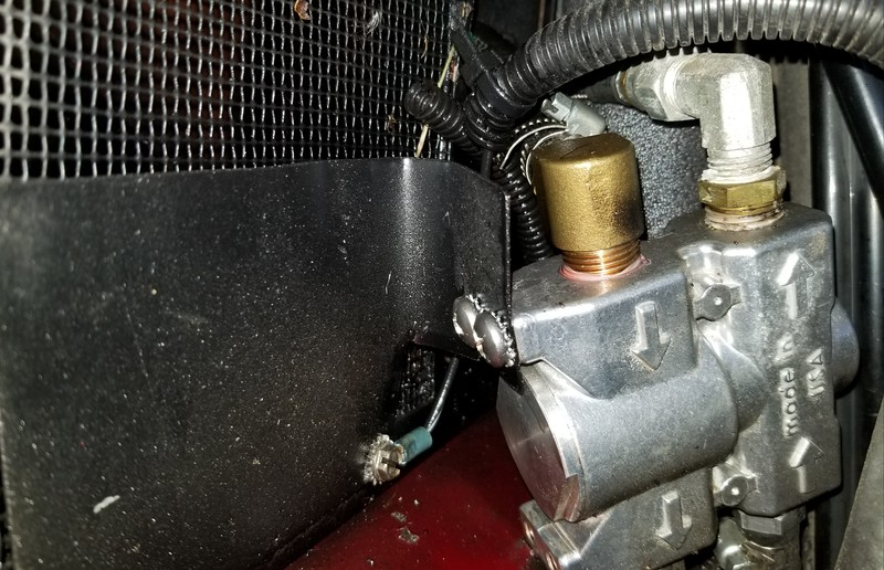 Closer view of the diverter valve. Leak was at the clamp on the top connection on the valve....Ground wire for left side of the 4 tone horn mid 80's Cadillac... hurts your ears.. ahahah