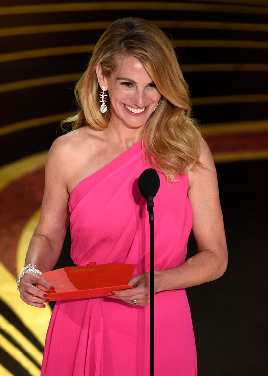 . Julia Roberts presents the award for best picture at the Oscars on Sunday, Feb. 24, 2019, at the Dolby Theatre in Los Angeles. (Photo by Chris Pizzello/Invision/AP)