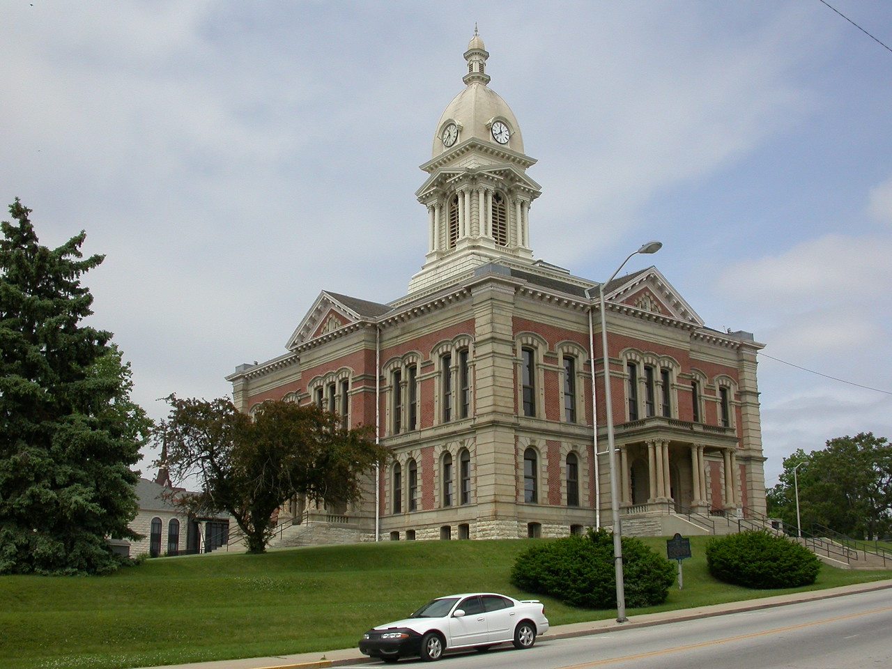 Wabash County Courthouse, Wabash, Indiana, May 2004.