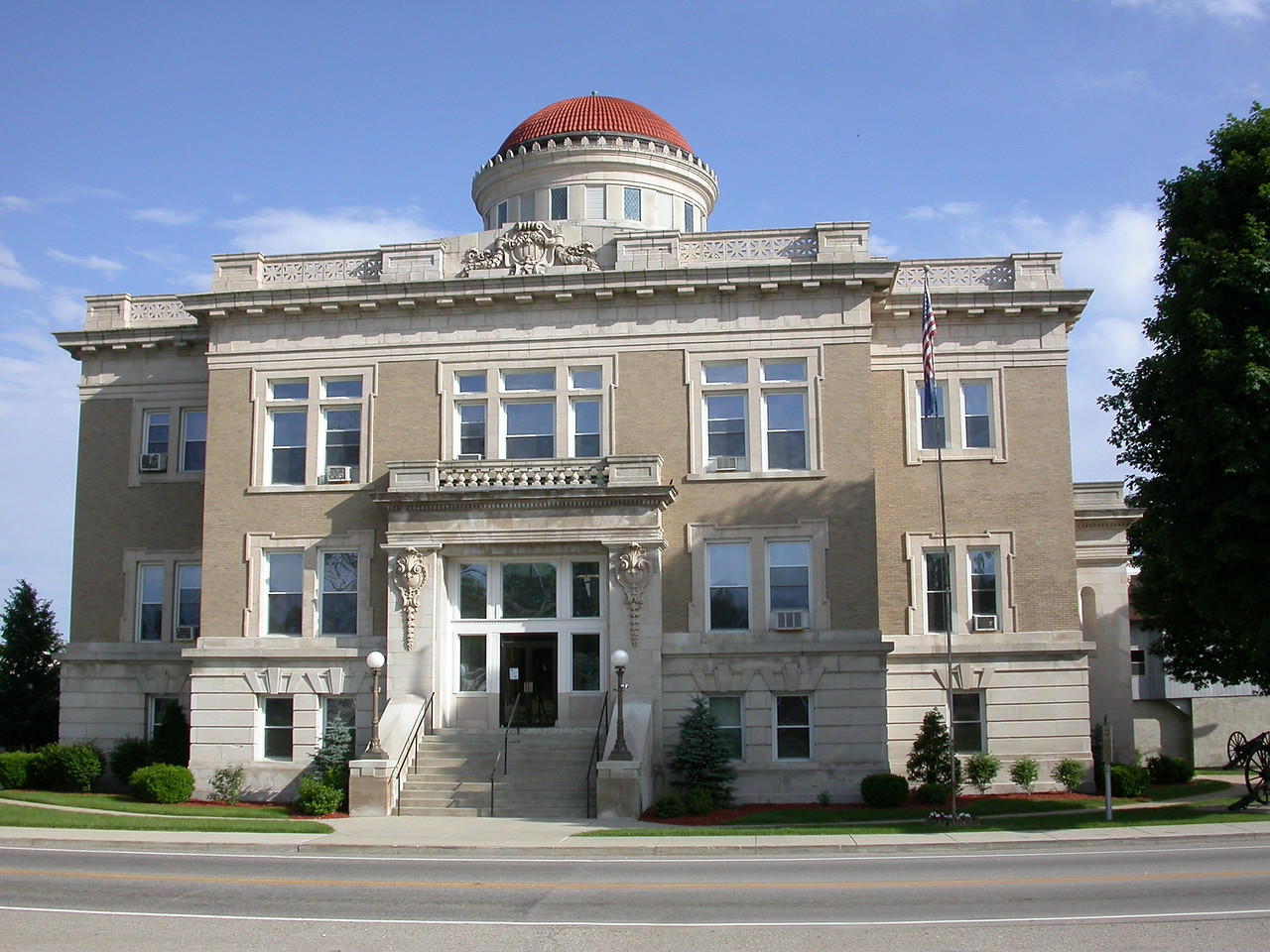 Warren County Courthouse, Williamsport, Indiana, May 2004.