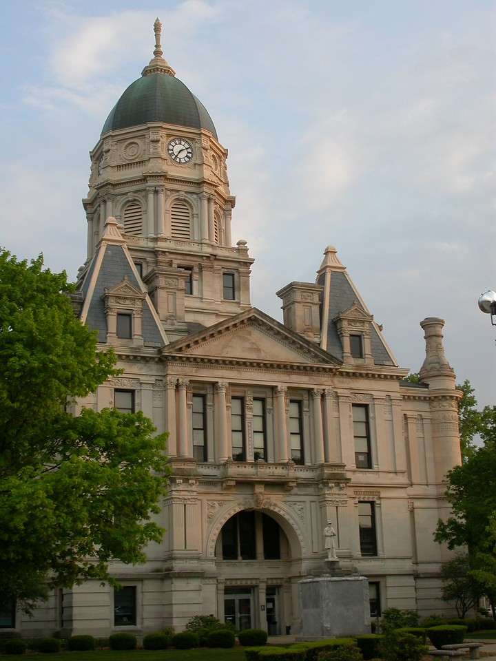 Whitley County Courthouse, Columbia City, Indiana, May 2004.