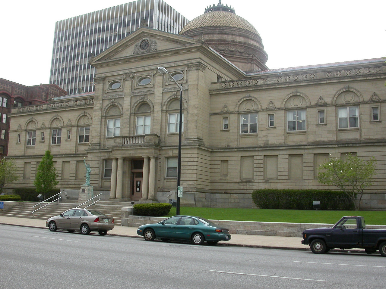 St. Joseph County Courthouse, South Bend, Indiana, April 2004.