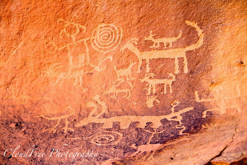 Petroglyphs in Chaco Canyon - Una Vida