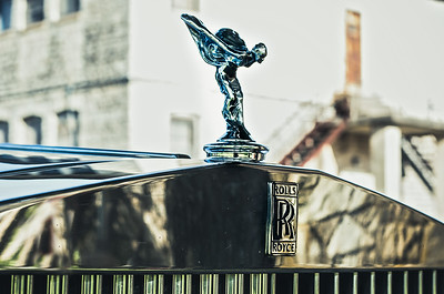 Hood ornament of 1989 Rolls Royce.