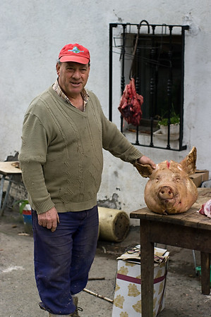 We were fortunate to witness the butchering of a pig by a neighbor of Uriondo. I don't think the pig feels the same. Dani & Michael W, don't look.