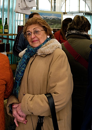 Shopper in the market of Tolosa.