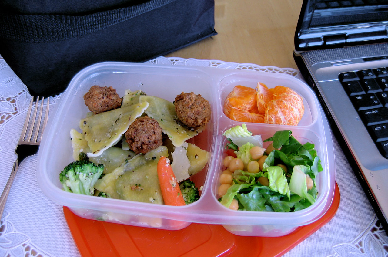 Packed lunch for the office. Work lunch box idea.