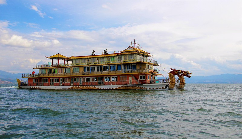 TOURIST BOAT ON ERHAI LAKE, DALI<br>YUNNAN PROVINCE
