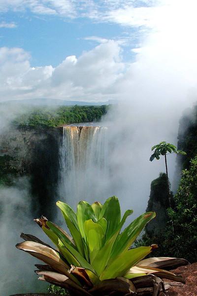 Guyana Kaietur Falls Dec03