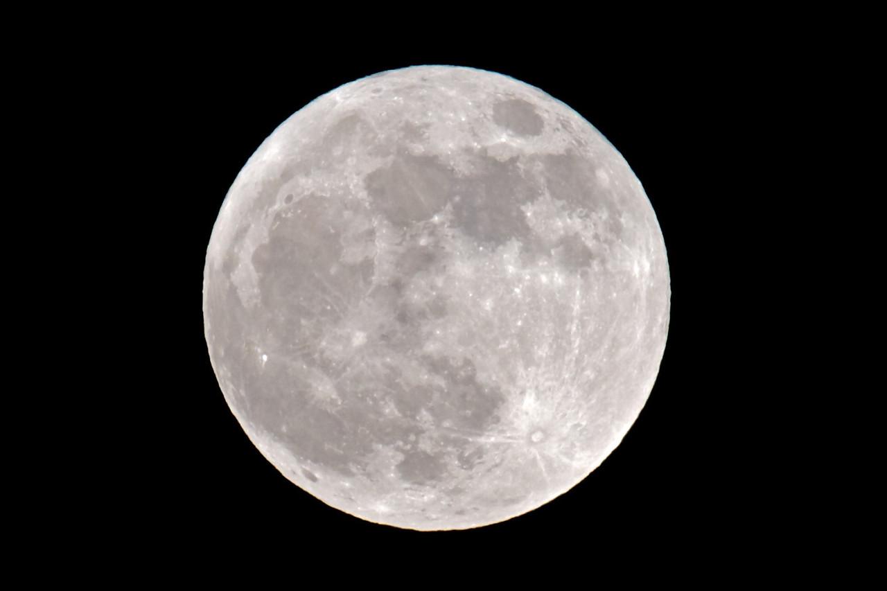 Big Moon Rising 004 - Closer