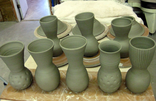 Bowls turned upside down while the foot dries are in the background.