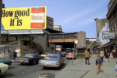 Willis Avenue heads north from 148th Street to meet Third Avenue and 149th Street at the famous Hub.