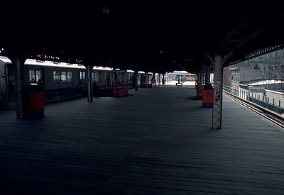 Looking toward the downtown end of the platform.