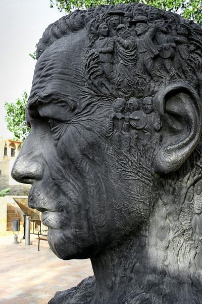 Bust of Vahid, Baku