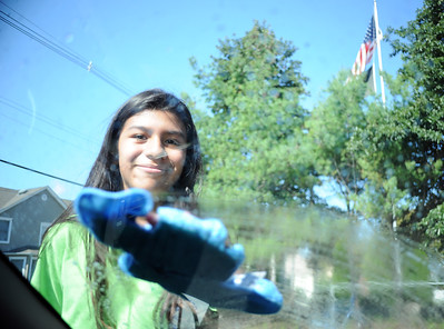 ROSELYN HERRERA, 8TH GRADE STUDENT AT THE BRADLEY BEACH ELEMENTARY SCHOOL SOAPS UP A CUSTOMERS CAR DURING THE CAR WASH TRIP FUNDRAISER HELD IN BRADLEY BEACH, NEW JERSEY ON 09/30/2018. (STEVE WEXLER/THE COAST STAR).