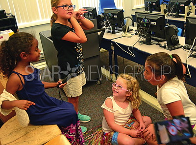 belmar elementary students (l-r) addison lindsay-allen, leia turano, megan dougherty-stoll, and ashley moreno checking out the google expedition ar.