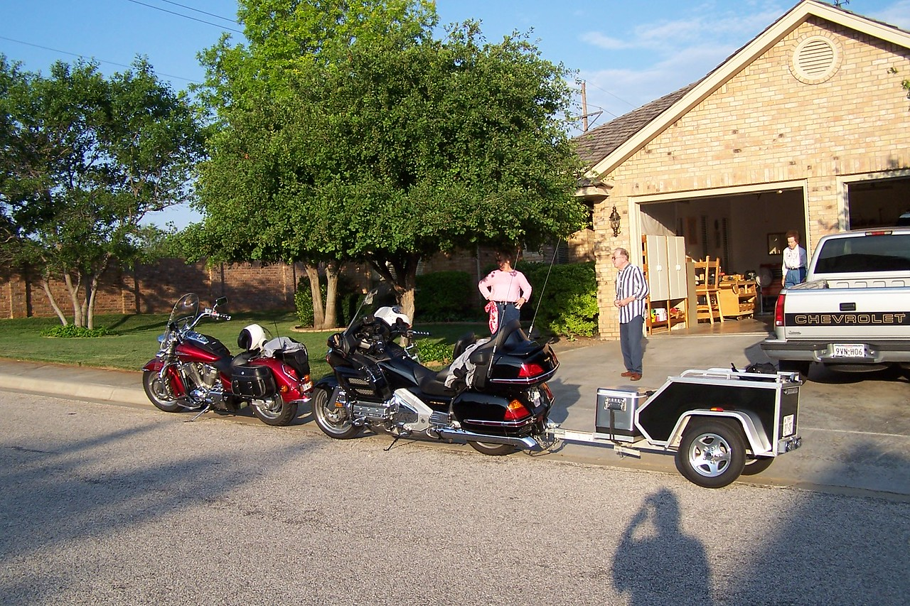 Headed out after riding to Suzi's parents place in Amarillo for the night.