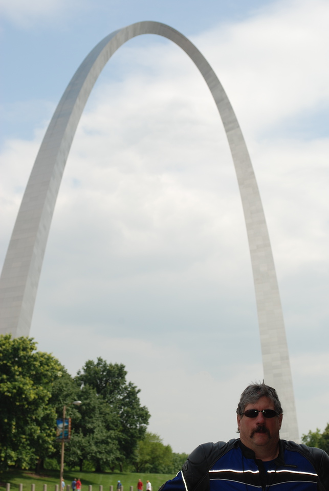 Stopped to take a few pics at The Arch in St. Louis on July 4th.  If we aren't looking like we are having the time of our lives it is because we just spent the past 30 minutes dodging hundreds of drunks and oblivious pedestrians throughout the UNEVEN old cobblestone streets of downtown St. Louis - did I mention it is July 4th?!?