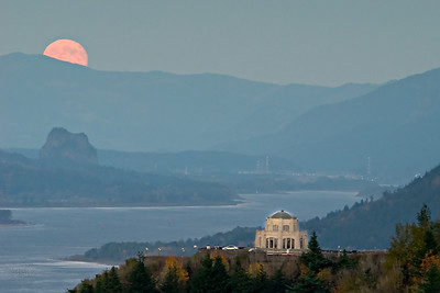 Full harvest moonrise over Crown Point