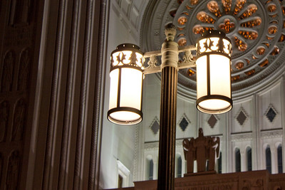 Basilica of the National Shrine of the Immaculate Conception, Main Entrance Light