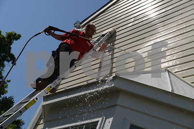 5.26.16 BALTIMORE, MD- Shawn Stachowiak, operations manager for Fish Window Cleaning, power washing a home near Annapolis.  (The Daily Record/Maximilian Franz)