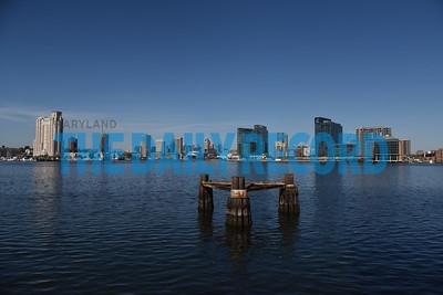 Domino Port ship skyline004MF