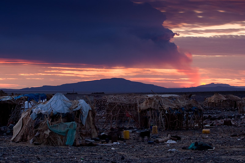 Night comes to Hamed Ela. The Dalafilla vulcano (near Erta Ale) suddenly erupts!