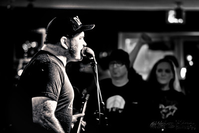 The Deadrones, The Sun Giants, Radioshark @ Darrel's Tavern