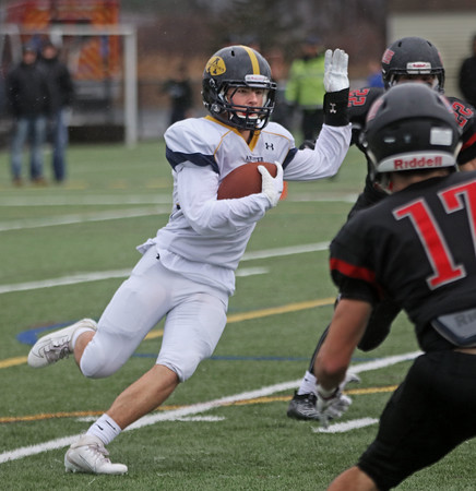 MIKE SPRINGER/Staff photo<br /> Andover runningback Lincoln Beal carries the ball during the Thanksgiving Day game Thursday at North Andover.<br /> 11/27/2019