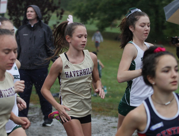 MIKE SPRINGER/Staff photo<br /> Finleigh Simonds of Haverhill runs Wednesday in a cross country meet with Central Catholic and Billerica at Winnekenni Park in Haverhill. <br /> 10/02/2019