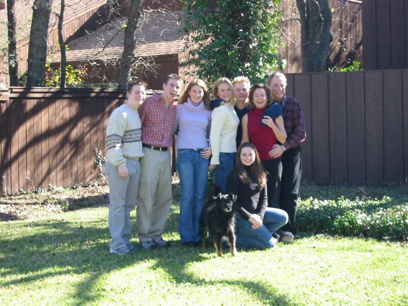 25-FamilyFrontYard