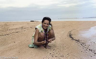 On Kauai, Hawaiian lady with Niihau shells_1981