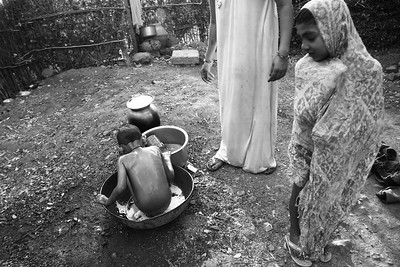 In Buldhana district, woman washer her son as the water supply came after 8 days. The woman has moved to Mumbai to work as a domestic helper and often visit Buldhana to see her mother.