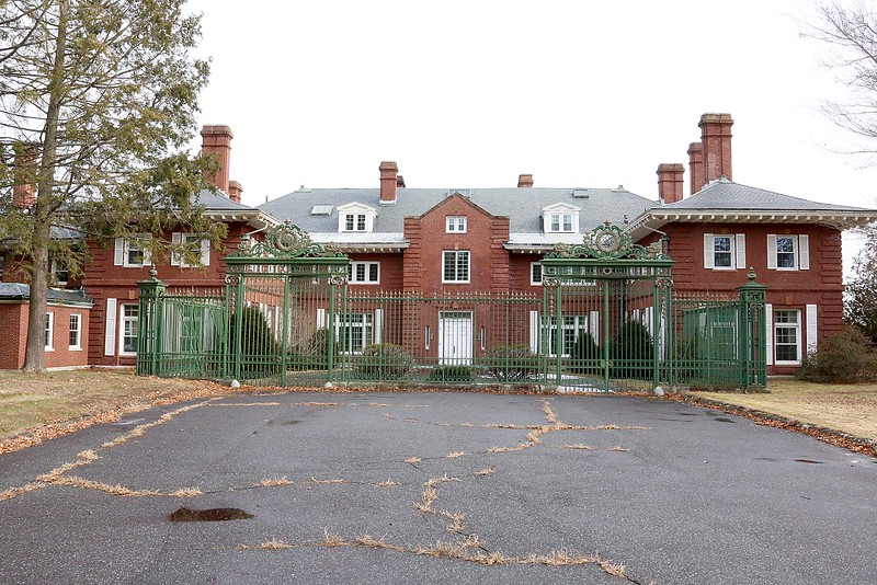 Mansion Features 47 Bedrooms 24 Bathrooms Its All Yours For 53