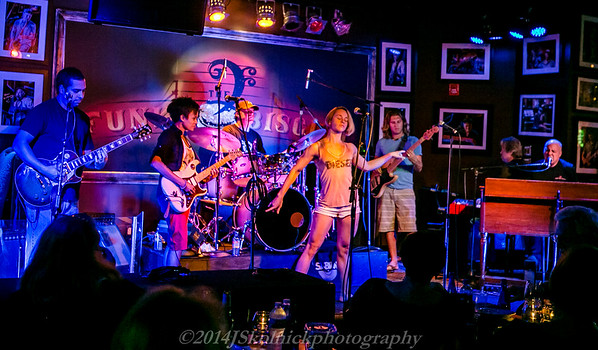 """2014 12/29 More Mon Jam at Funky Biscuit with the """"Cirque Chicks"""""""