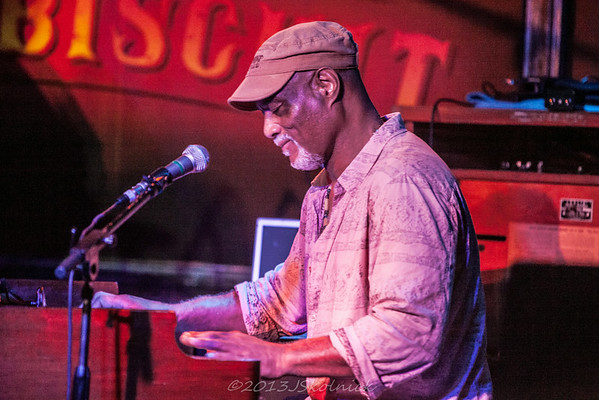 7/19/13 Ike Stubblefield with June Yamagishi at the Funky Biscuit